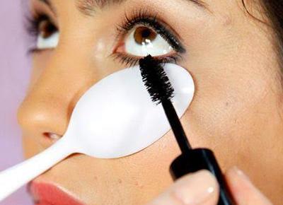 c98e4d360ad Mascara Trick 2 | Beauty | Purewow