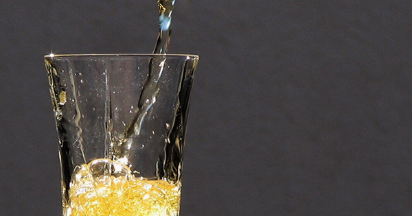 This Brilliant Trick Will Restore a Bottle of Flat Champagne to Its Bubbly Glory