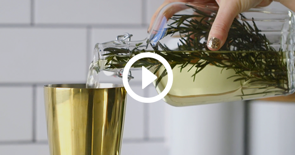How to Make a Rosemary-Infused Champagne Cocktail That's Utterly Fabulous
