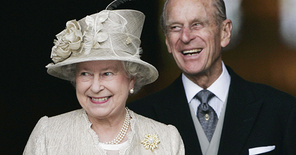 Queen Elizabeth Just Showed Up to the Royal Maundy Service in Windsor Wearing This On-Trend Color