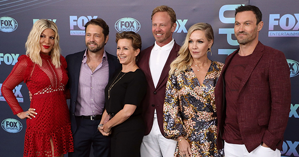 Exclusive: How Jennie Garth Got Her Castmates to Sign on for a '90210' Reboot