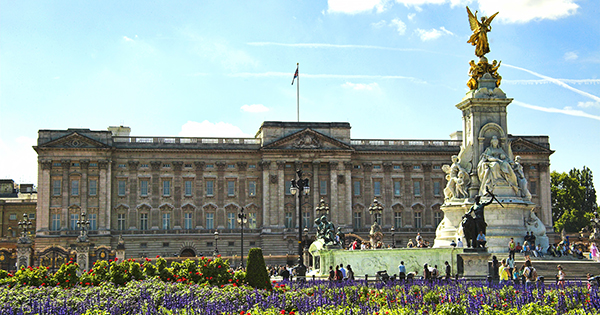 You Can Now Enjoy a Virtual Tour of Buckingham Palace ( Pretend You're Queen Elizabeth Herself)