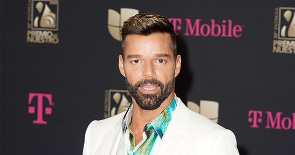 Ricky Martin Shares Extremely Rare Pics Featuring His Husband & 4 Kids