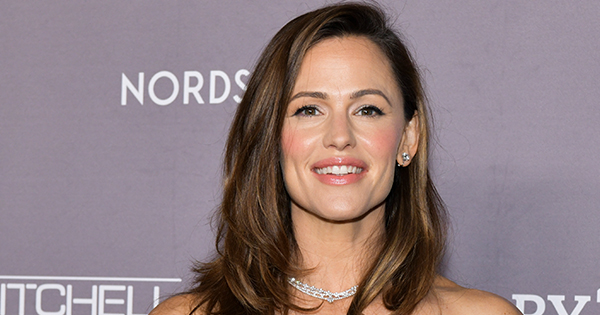 Jennifer Garner Shares Childhood Gingersnap Recipe: 'They're the Perfect Autumnal Cookie'